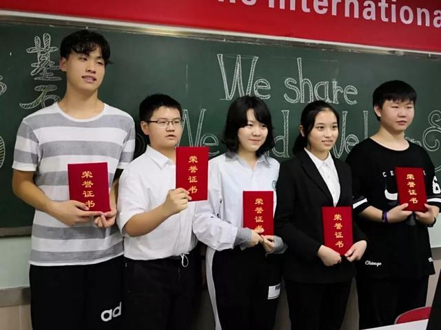 全英文的读书报告会你见过吗,这群选手的表现让人大开眼界!