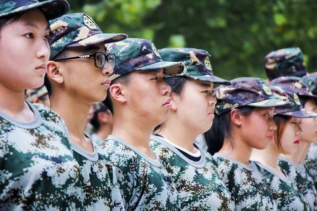 军训 你好丨铭记历史 吾辈自强 身上的迷彩服 是我爱国的颜色